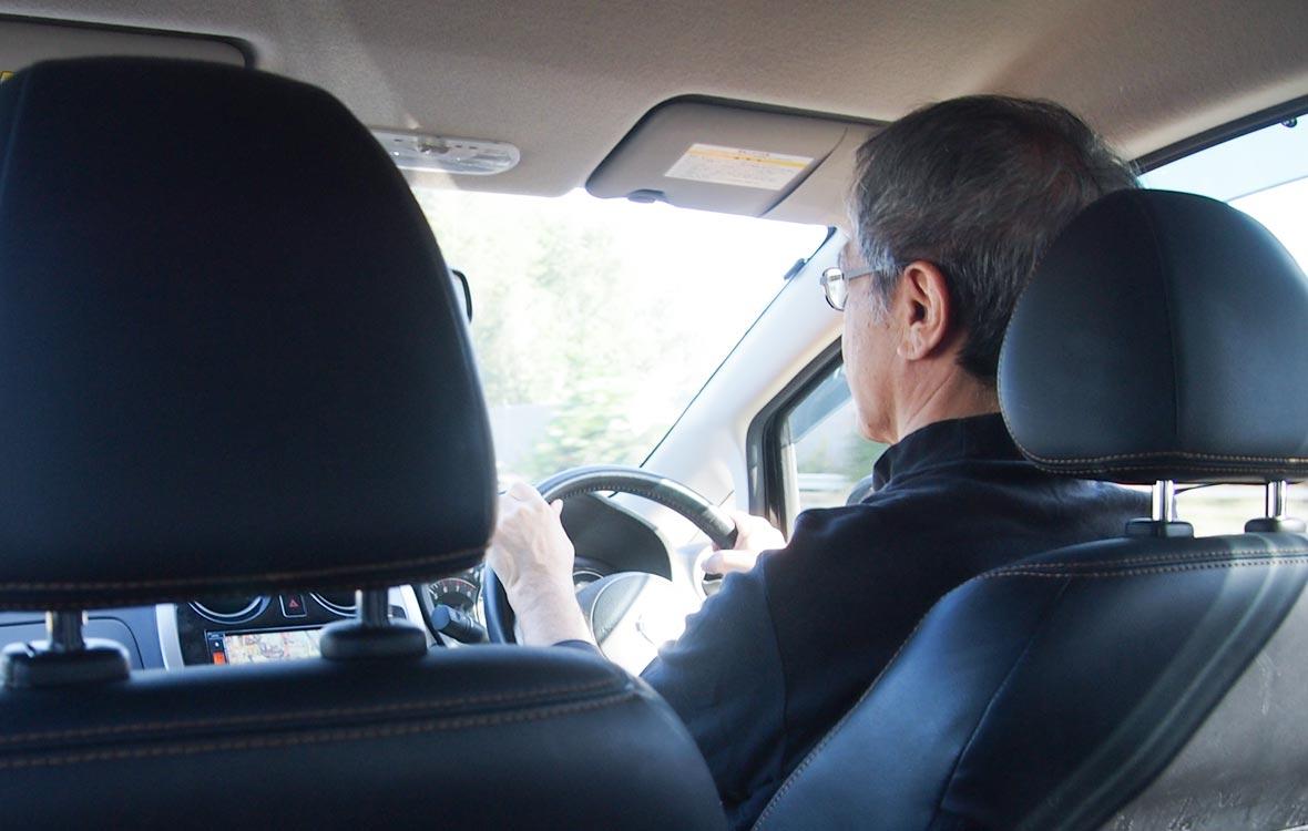 高齢のドライバーにも分かりやすいデジタコ